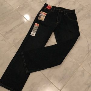 Wrangler straight fit boys blue denim jeans. NWT!
